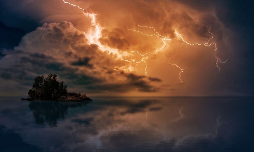 significado-de-sonho-com-trovao-e-tempestade