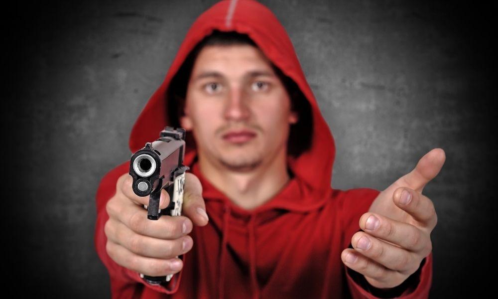 sonhar-com-assalto-a-mao-armada-revolver